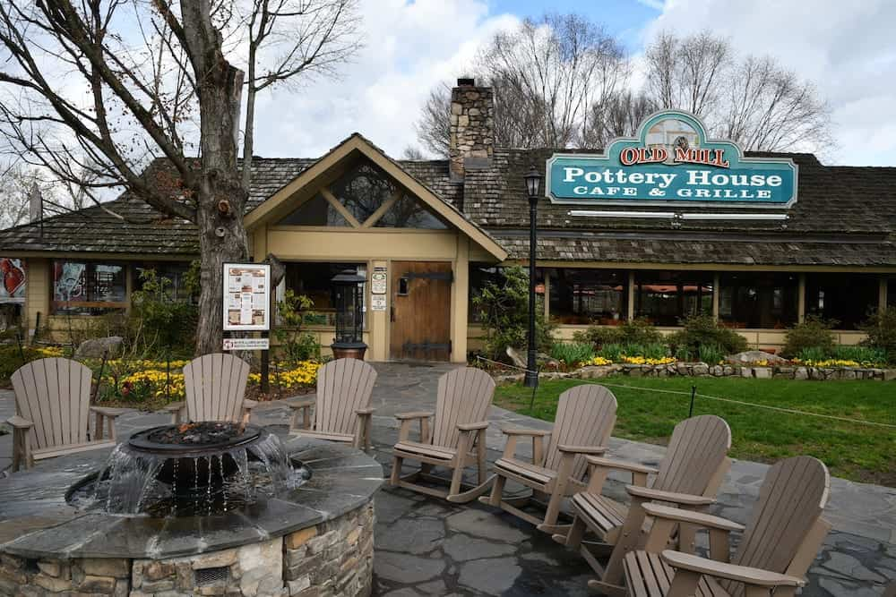 old mill pottery house cafe in pigeon forge